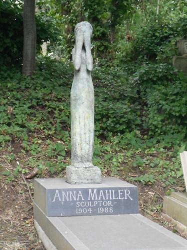 Mahler: Close-up on mourning statue by Ashetray Girl