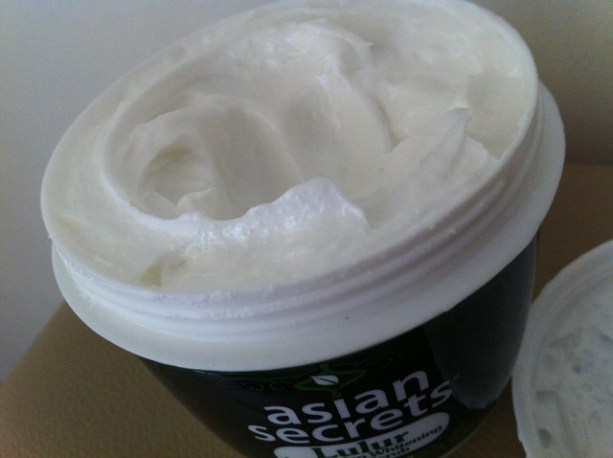 Asian Secrets Lulur Indonesian Whitening Body Scrub