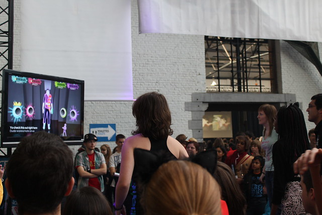 Just Dance 3 launch stand