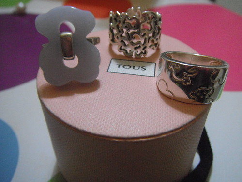 diferentes anillos de la marca Tous