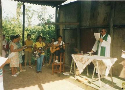 1988 - Primeira missa realizada na Riviera, em área improvisada no Viveiro de Mudas.