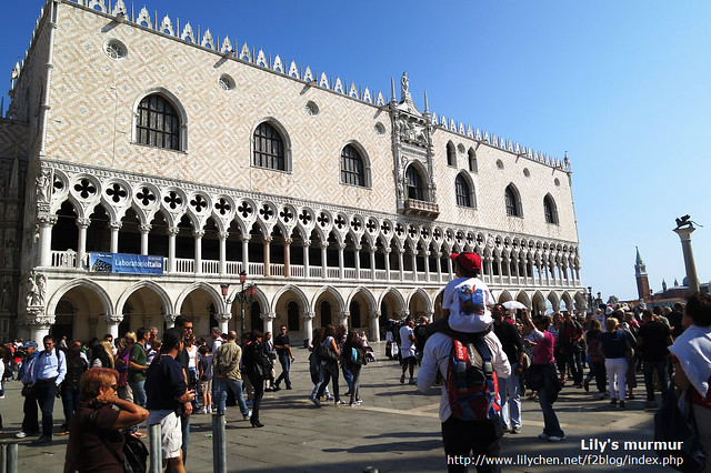 這威尼斯的總督宮(Palazzo Ducale)是我個人最喜歡的建築,那個花紋真的好美,高雅精細美麗。