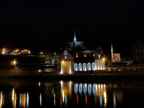 Dinant, de noche