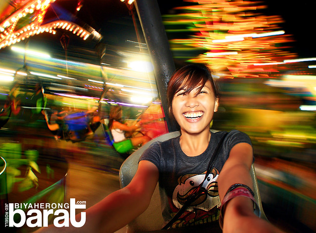 tracy dela cruz rides in star city theme park pasay