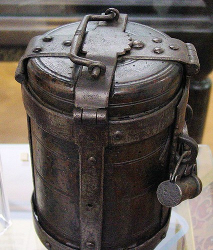 Portable English strongbox, 1600-1650.