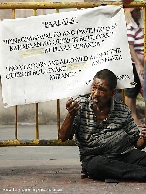 begging for alms in quiapo church manila
