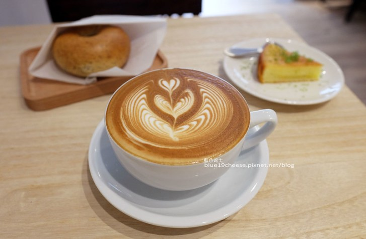 28472214303 b20a5b6e78 c - J.W. Cafe-放棄百萬年薪工程師的漂亮拉花拿鐵.甜點推薦乳酪蛋糕和貝果.近清真恩德元餃子館