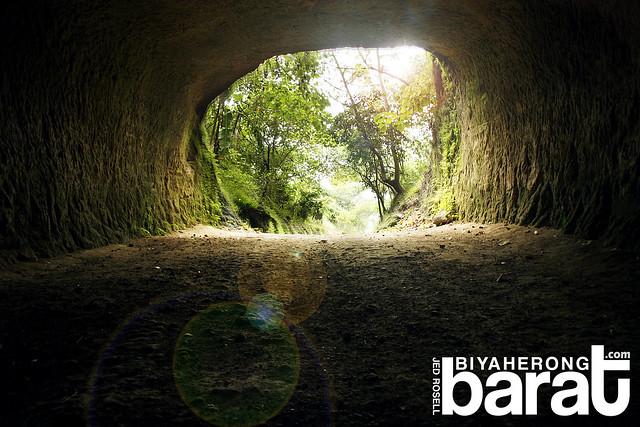 tunnel cave to Angono Petroglyphs of Binangonan