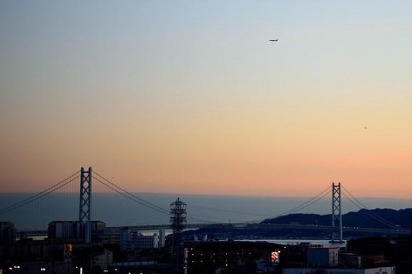 121125_plane-and-bridge