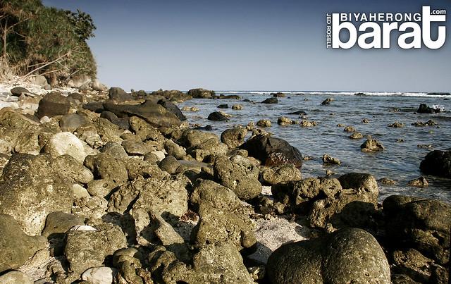 Capones Island rocky beach