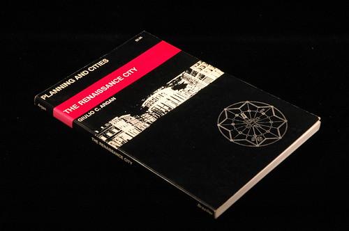 Italia: Artefici di un secondo Rinascimento di Andrea Carandini (15/11/2012) vs. CHE DELUSIONE QUEL MINISTERO di GIULIO CARLO ARGAN, La Repubblica (21/06/1992), p. 31. by Martin G. Conde