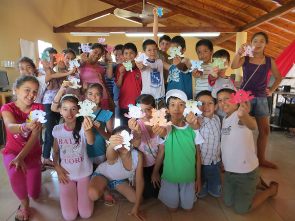 campers with frog puppets
