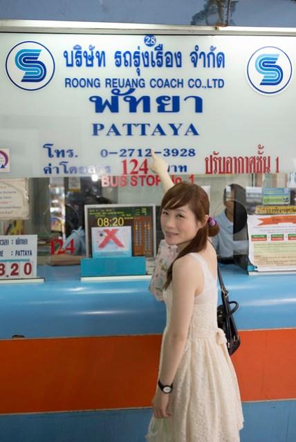 進去後右手邊的第一個櫃台,票價是 124 Baht.