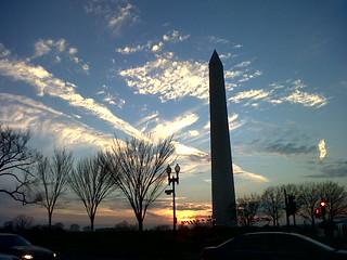 George Washington Monument saat matahari akan terbenam. (Foto: Yudha PS)