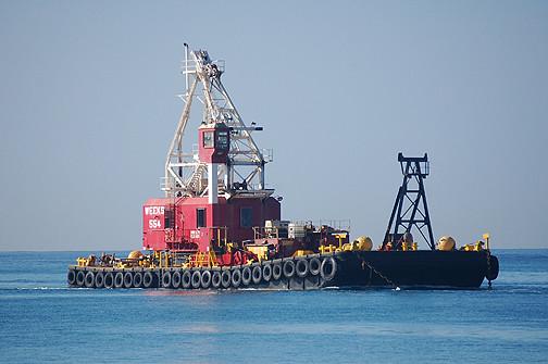 Weeks 554 crane barge