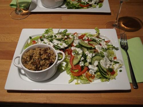 Pilzrisotto mit buntem Salat
