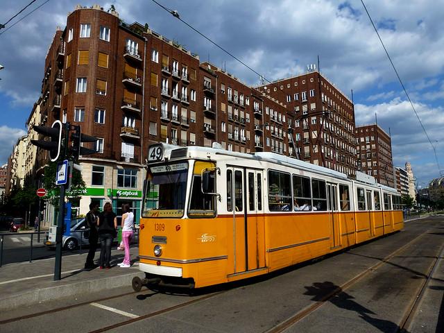 Budapest - jour 1 - 41 - Károly körút- Tramway