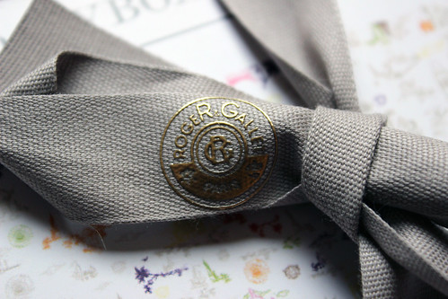 Roger and Gallet flash box ribbon detail 1