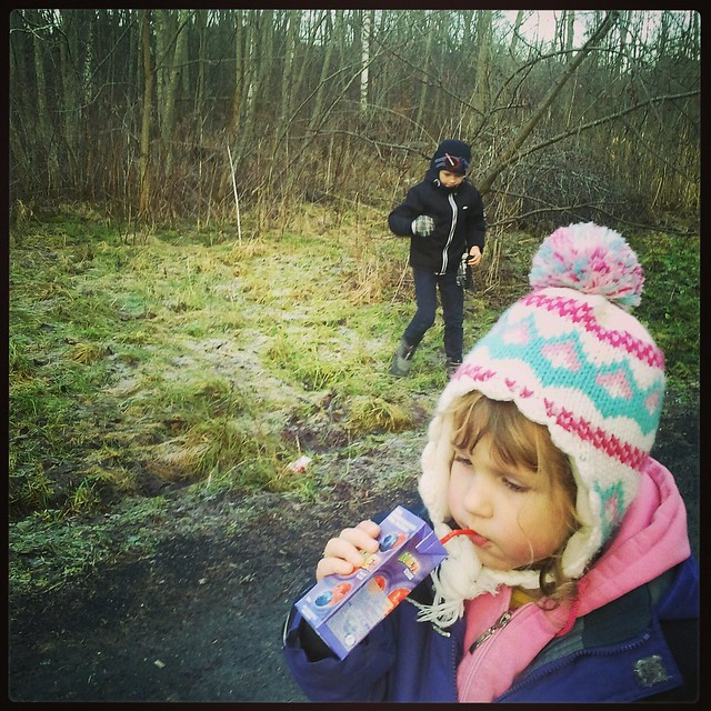 Barn i natur