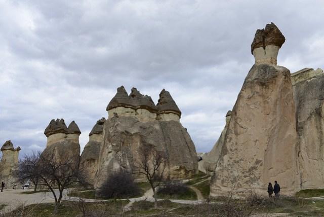 帕夏貝 (Paşabağ) 有所謂仙人煙囪的奇石,頂上的洞穴過去曾有修士居住。