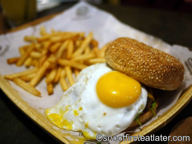 hangover burger P370