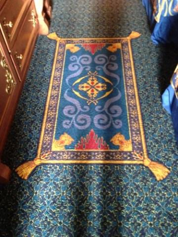 床にはマジックカーペット。