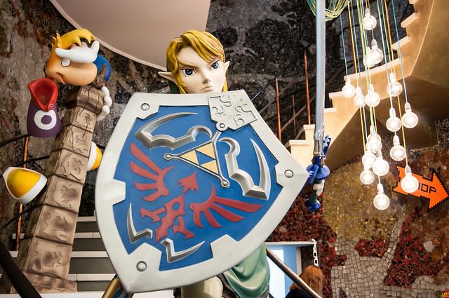 Link statue, legend of zelda statue