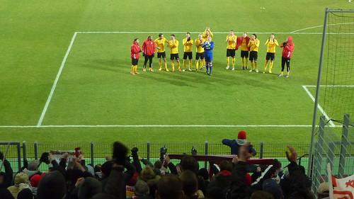 Die Mannschaft dankt den Fans