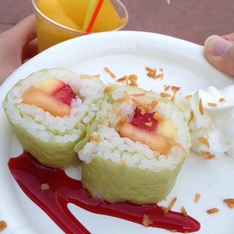 Frushi…フルーツ寿司…。日本パビリオン近くのHANAMIで売ってます。味は…想像通りです。