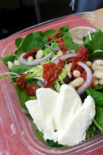 White bean, spinach, sun-dried tomato and mozzarella salad by pipsyq