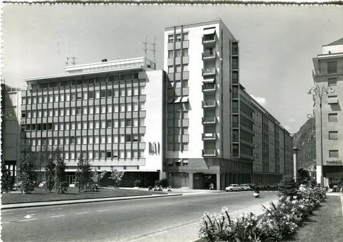 postcard - bolzano - piazza mazzini - 1962