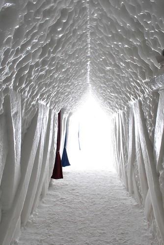 hotel de glace: Hallway