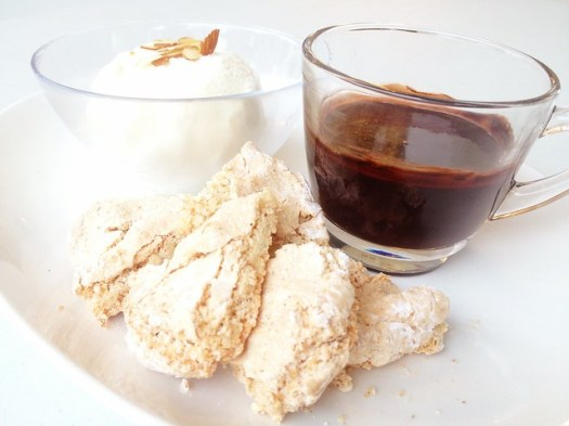 DIY Sundae w amaretti cookies & deep dark chocolate sauce