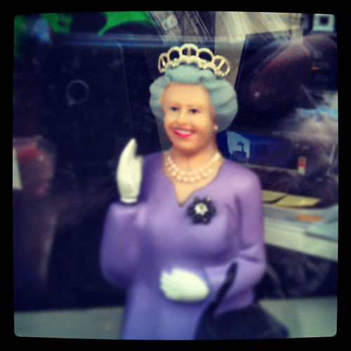 kraliçem sana geliyorum  #brussels #vitrine #queen #sayhey