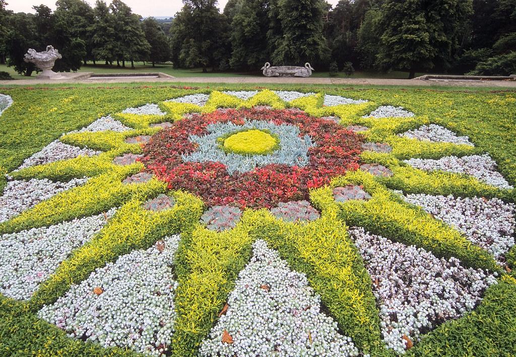 Waddesdon Manor Gardens Buckinghamshire GB Carpet Bedd