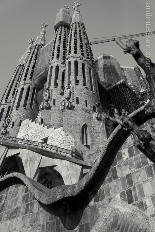 La Sagrada Familia (South façade)