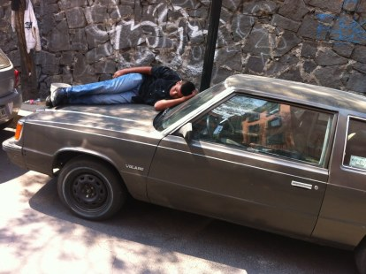 Only in Mexico, sleeping on car