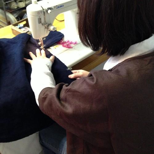 今日は、キャミワンピを作られます。(^_-)手慣れたもので、手際がいいです(*^^*)