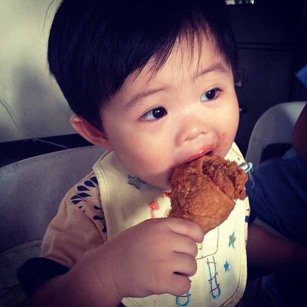 Eating Jollibee fried chicken #jollibee #warren
