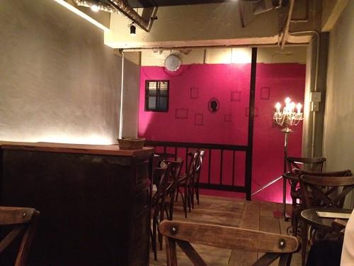2F席はフランスのカフェ風。@Me Chablis(ムシャブリ)