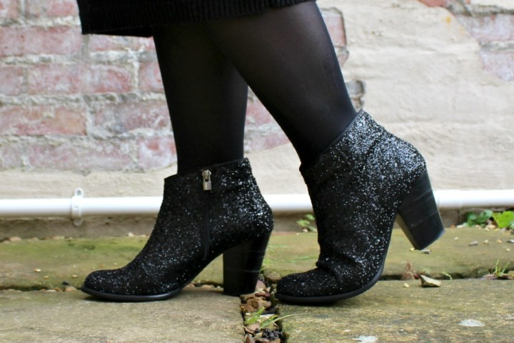 Lily Doughball UK fashion blogger: DUO Abel boots black glitter