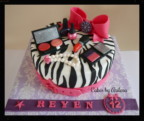 Make up cake by Cakes by Arilena