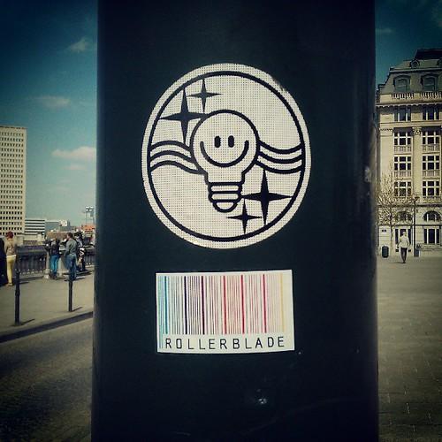 akp ampulunu patlatmayin seneye yine biberlenin #brussels #streetart #sticker