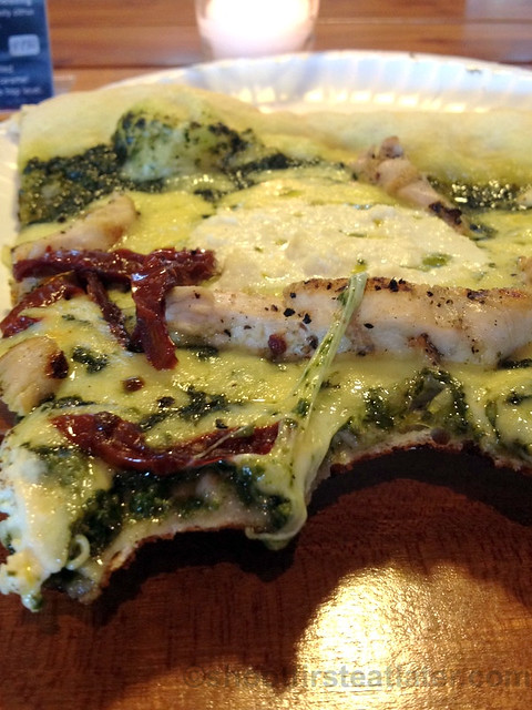 pesto grilled chicken with sundried tomato pizza P250-002