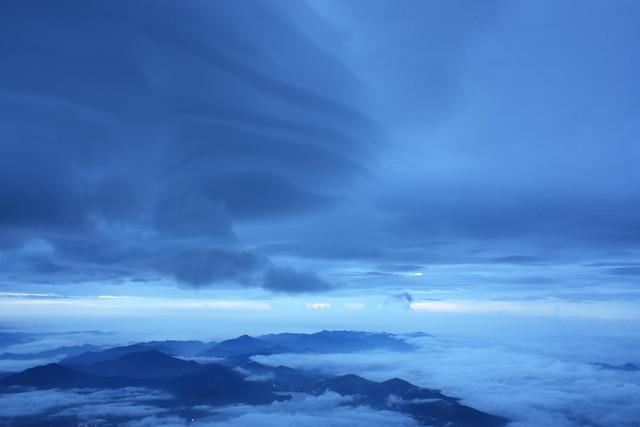 Sunrise from Mount Fuji (2/6)