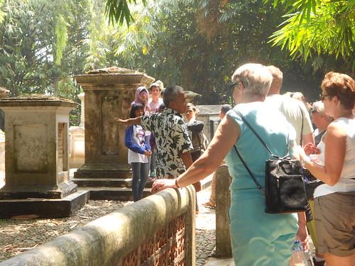 Kuburan Belanda di Bogor Botanical Garen, Bogor-West Java, Indonesia by Fadli Muhamad Akbar Sa'un