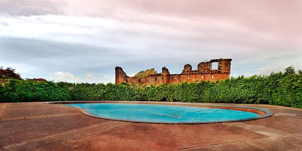 castle-over-epty-pool