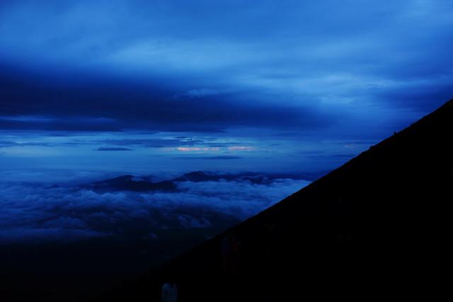 Sunrise from Mount Fuji (4/6)
