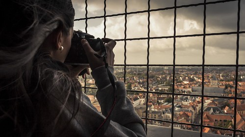 Photographer with a Pearl Earring (Beffroi de Bruges) - Photo : Gilderic