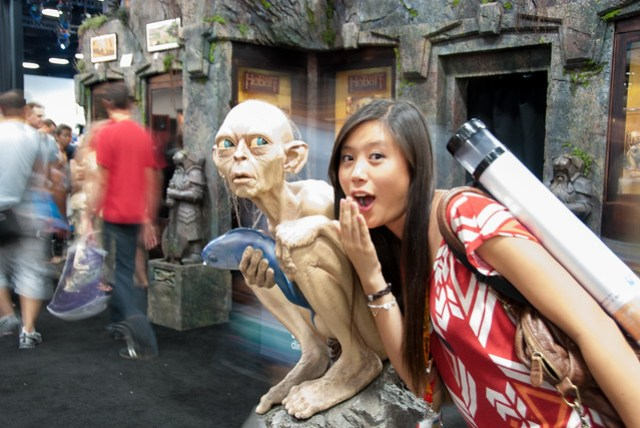 girl and Lord of the Rings Statue at comic convention